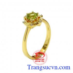 Nhẫn nữ vàng Peridot may mắn