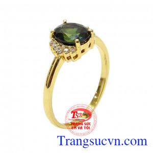 Nhẫn nữ vàng Sapphire dịu dàng được chế tác tinh xảo và tỉ mỉ từ vàng 14k kết hợp với đá Sapphire chất lượng,Nhẫn nữ vàng Sapphire dịu dàng