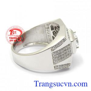 Sản phẩm với thiết kế mới lạ, mang lại phong cách thời trang, đẳng cấp và mạnh mẽ Nhẫn vàng trắng nam quyền lực