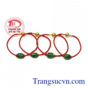 Không chỉ về mặt thẩm mỹ mà vòng lu thống còn được biết tới với hợp mệnh và làm đẹp. Vòng tay lu thống jadeite bình an