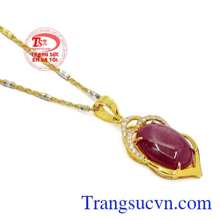 Bộ sản phẩm là món quà đầy trang trọng dành cho những người thương yêu với ý nghĩa may mắn. Bộ mặt dây Ruby trang nhã
