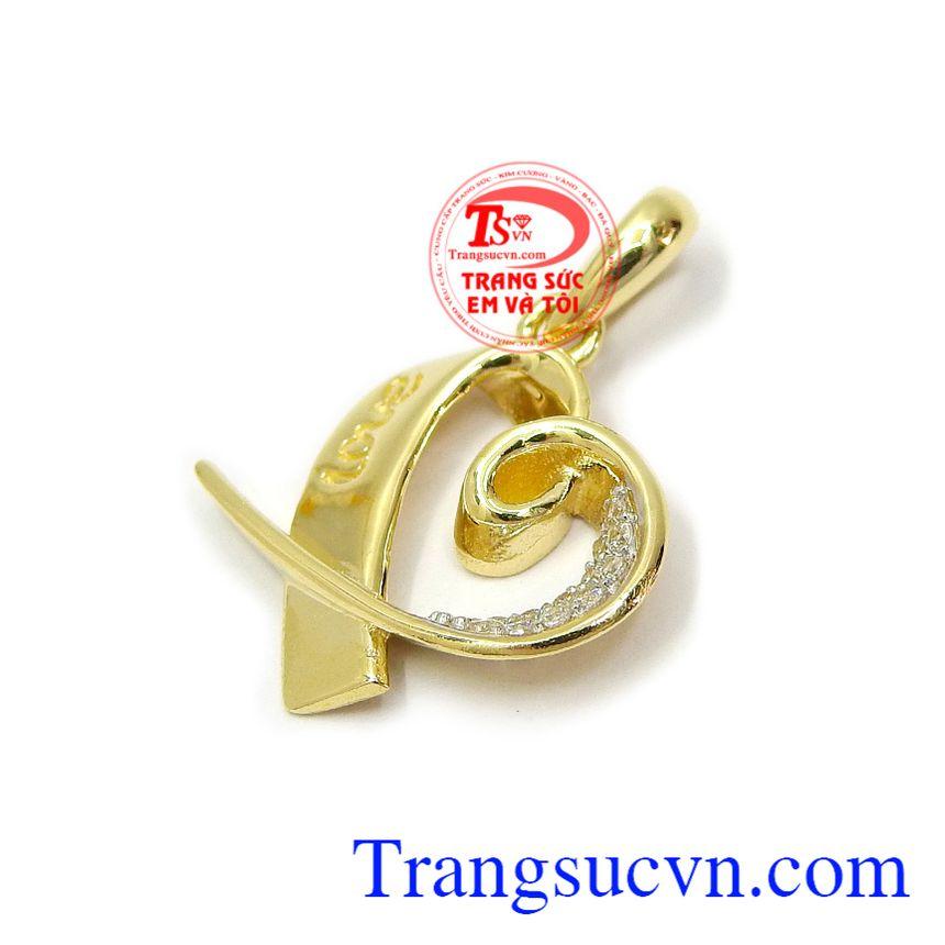 Mặt dây chuyền vàng dịu dàng là dòng sản phẩm bán chạy hiện nay, là xu hướng thời trang của phái đẹp hiện đại