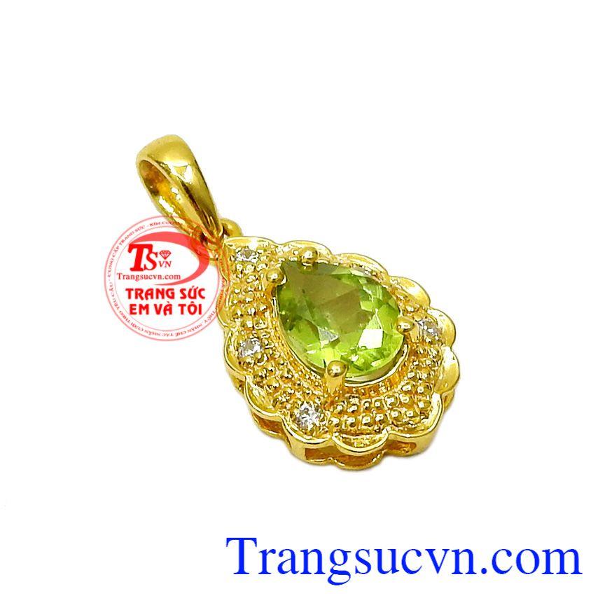 Kiểu dáng hình giọt nước mong manh mang đến sự dịu dàng và nữ tính cho chủ nhân,Mặt dây Peridot hình giọt nước