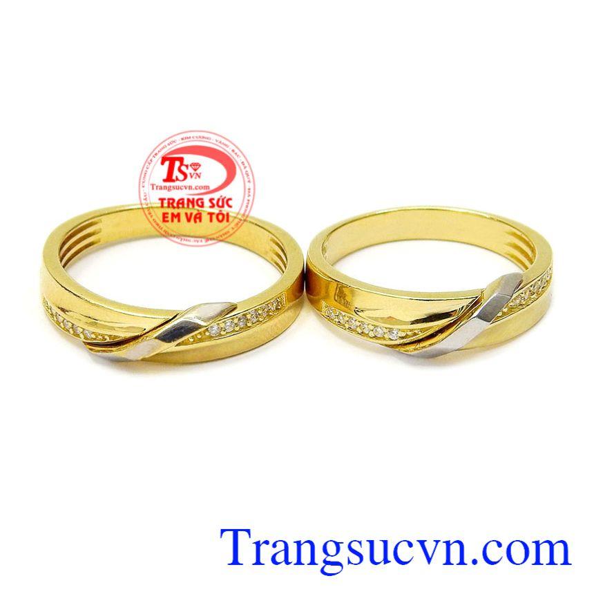 Nhẫn cưới giúp các cặp đôi gắn kết, cùng hòa chung một nhịp đập, đánh dấu cột mốc hạnh phúc đôi lứa. Nhẫn cưới gắn kết hạnh phúc