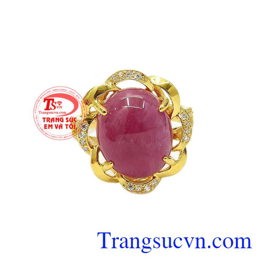 Nhẫn nữ ruby rực rỡ được chế tác từ vàng tây 14k bền đẹp kết hợp cùng đá ruby thiên nhiên hợp mệnh.