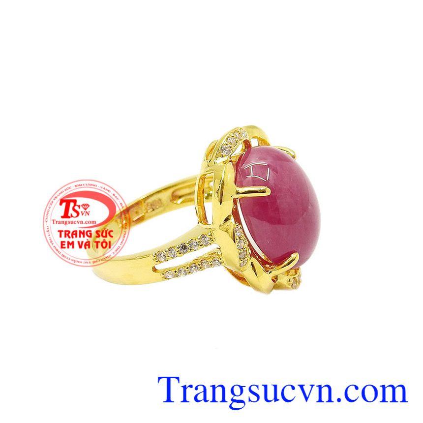 Ruby là một trong những loại đá quý mà bất cứ người phụ nữ nào cũng đều yêu thích. Nhẫn nữ ruby rực rỡ