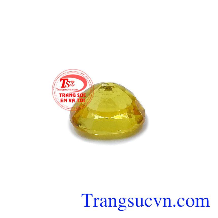 Sapphire vàng thiên nhiên được ép vỉ chất lượng đảm bảo, có giấy kiểm định đá quý kèm theo.