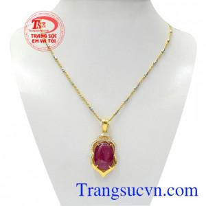 Bộ mặt dây Ruby trang nhã là sự kết hợp giữa dây chuyền Italy và mặt dây Ruby thiên nhiên mang lại vẻ cao quý, sang trọng cho phái đẹp.