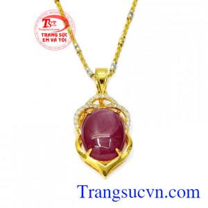 Bộ mặt dây Ruby trang nhã đeo hợp thời trang, đảm bảo chất lượng.