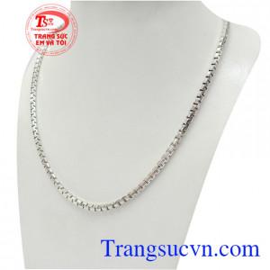 Dây chuyền bạc nam may mắn tôn lên nét lịch lãm và phong cách riêng, là dòng sản phẩm cho phái mạnh hiện đại