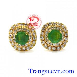 Hoa tai nữ Emerald sang trọng được thiết kế tinh xảo từ đá Emerald chất lượng cao và vàng 14k mang lại vẻ quý phái, sang trọng cho người đeo.