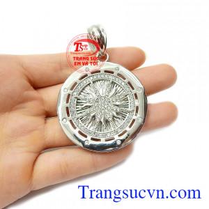 Mặt dây chuyền bạc là dòng sản phẩm được phái mạnh ưa chuộng nhất hiện nay, là món quà tuyệt vời cho người bạn yêu thương vào những dịp ý nghĩa