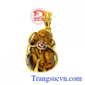 Mặt dây tỳ hưu mắt hổ tài lộc là sản phẩm được chế tác tinh tế từ vàng tây 10k kết hợp cùng đá mắt hổ thiên nhiên.