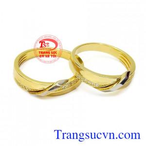Nhẫn cưới gắn kết hạnh phúc được chế tác từ vàng 10k chất lượng, nhập khẩu từ Korea.