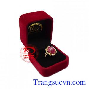 Không chỉ vì màu sắc rực rỡ đầy sức sống mà còn vì đá ruby hợp mệnh. Nhẫn nữ ruby rực rỡ