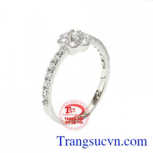 Nhẫn vàng trắng hoa xinh xắn