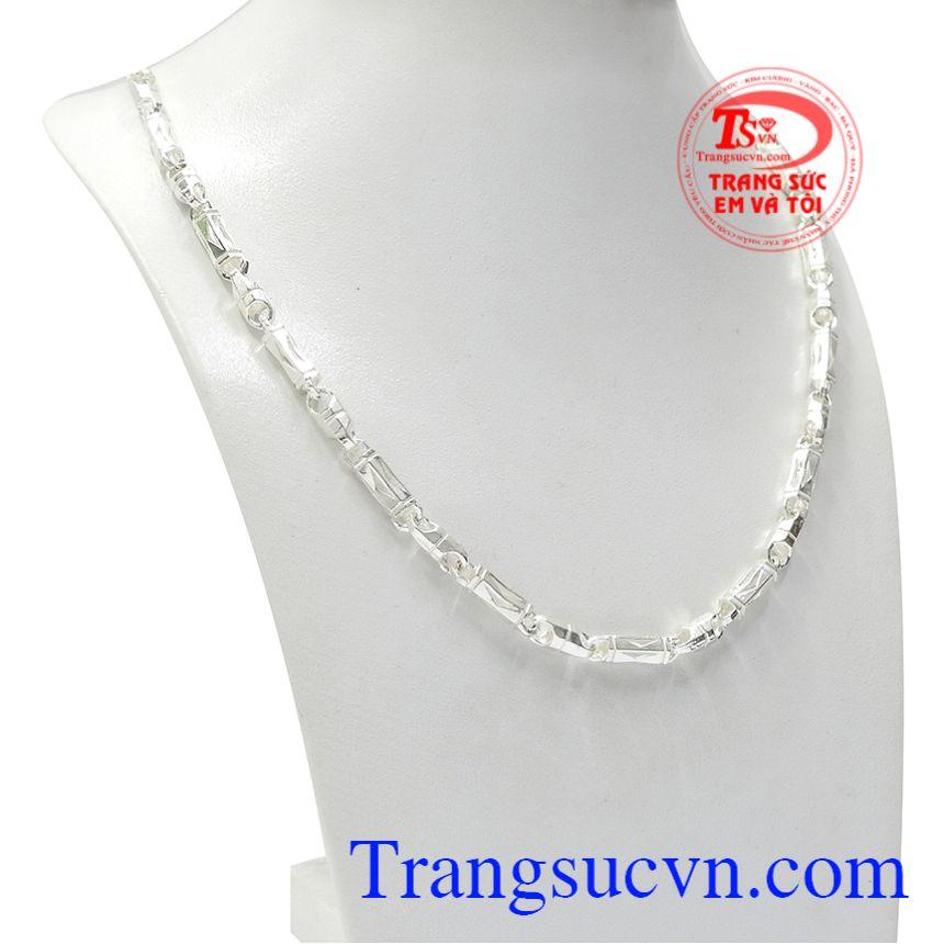 Dây chuyền bạc nó không chỉ là một món trang sức thông thường mà khi làm quà tặng nó mang ý nghĩa cho sự gắn kết bền chặt, không thể chia cắt tình cảm lứa đôi.