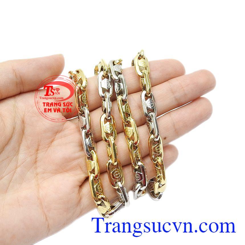 Sự kết hợp hài hòa giữa vàng trắng và vàng màu tạo nên chiếc dây chuyền ấn tượng, hợp thời trang. Dây chuyền thời thượng mới