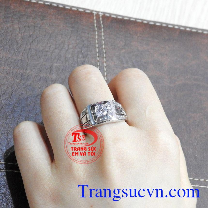 Nhẫn nam vàng trắng công tử là điểm nhấn cho phong cách của bạn.