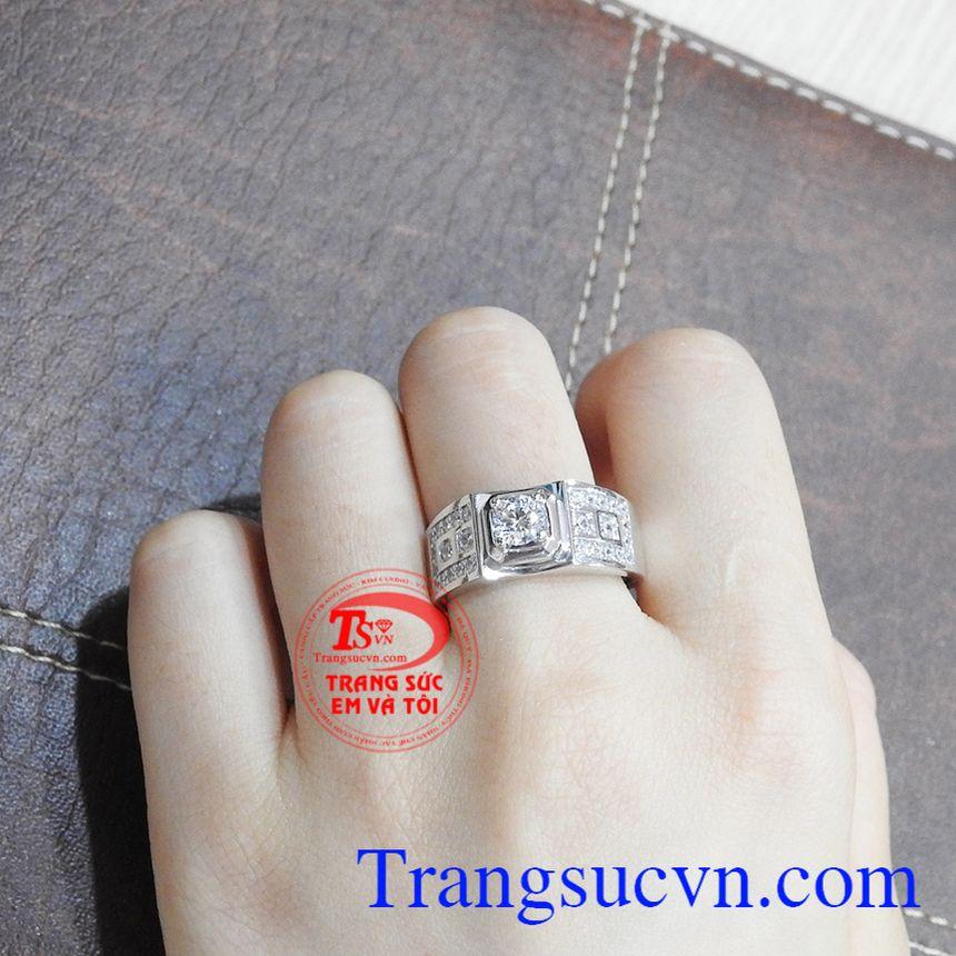 Nhẫn nam vàng trắng thành đạt được bảo hành uy tín, giao hàng toàn quốc.