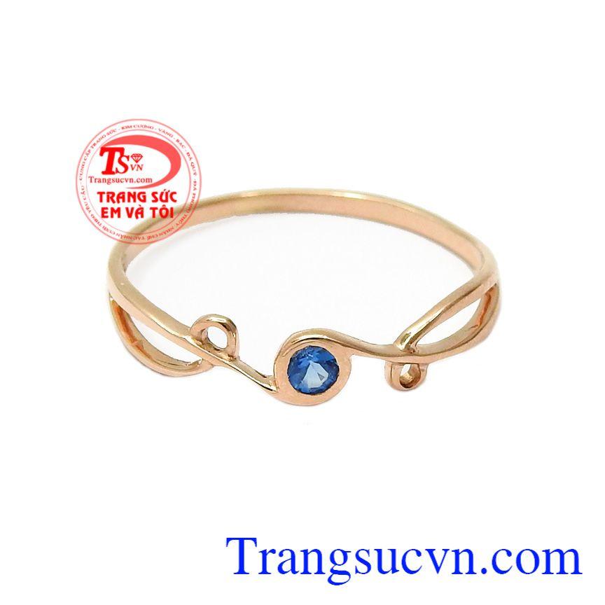Nhẫn được chế tác từ vàng hồng 18k mang lại sự mới mẻ, kiểu dáng thanh lịch, trẻ trung phù hợp với nhiều lứa tuổi,Nhẫn nữ vàng mong manh