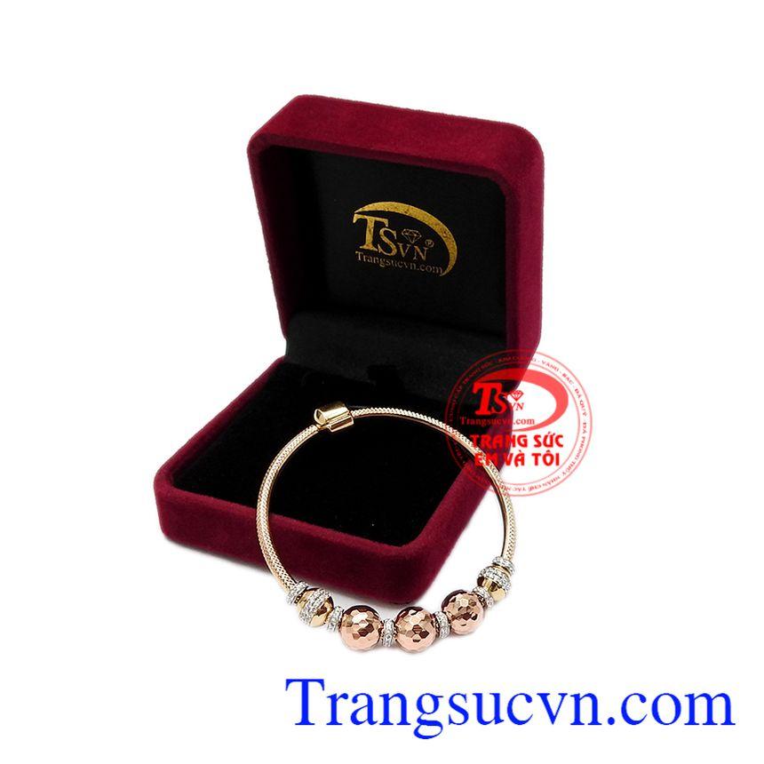 Vòng tay là trang sức mà phái đẹp đã biết sử dụng từ lâu. Vòng tay vàng hồng ấn tượng
