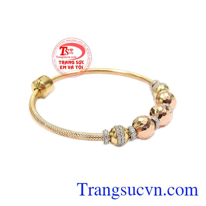 Vòng tay vàng hồng ấn tượng với kiểu thiết kế hợp thời trang, phong cách cho phái đẹp thể hiện cá tính.