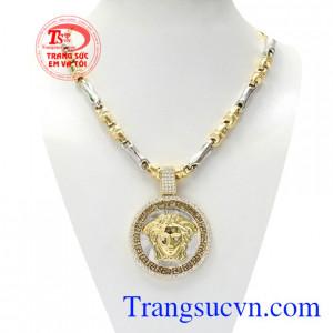 Bộ mặt dây versace thời thượng là sự kết hợp giữa mặt dây nam đẳng cấp và dây chuyền vàng chất lượng.