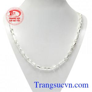 Dây chuyền bạc lãng tử là sản phẩm được chế tác từ bạc chất lượng với những đường chạm khắc tinh xảo.