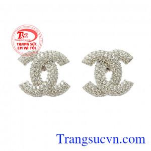 Hoa tai bạc Chanel