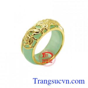 Nhẫn jadeite bọc rồng đại cát