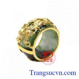 Nhẫn jadeite bọc rồng oai hùng