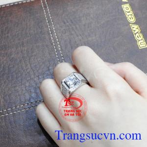 Nhẫn nam vàng trắng bản lĩnh được bảo hành uy tín, giao hàng toàn quốc.