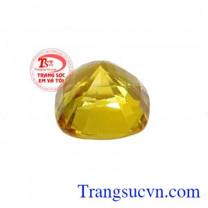 Sản phẩm thích hợp để chế tác cùng vàng tây làm mặt nhẫn, mặt dây chuyền, hoa tai cho nam nữ ở mọi lứa tuổi,Viên Sapphire vàng chiêu lộc