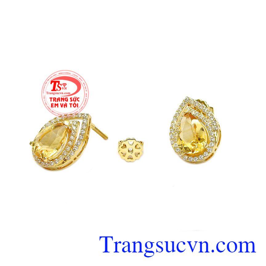 Hoa tai thạch anh vàng thịnh vượng được kết hợp từ thạch anh vàng thiên nhiên và vàng tây 18k bền đẹp.