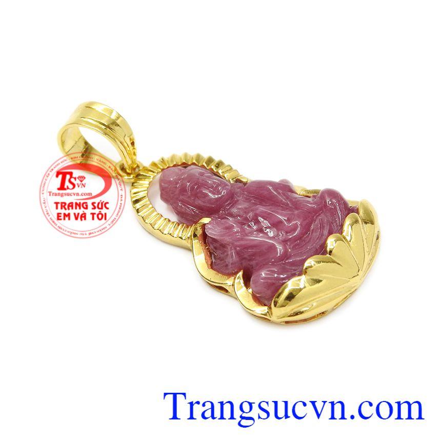 Phật Quan âm được biết đến là vị phật có lòng từ bi, bác ái, ngài luôn cứu trợ chúng sinh khỏi cảnh lầm than, tai ương.