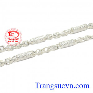 Dây chuyền bạc phù hợp với nhiều độ tuổi, thích hợp làm quà tặng cho người thân và bạn bè. Dây chuyền bạc nam phong độ