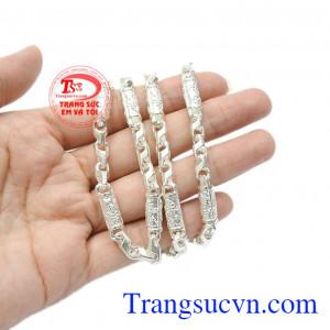 Sản phẩm có thể kết hợp cùng với các kiểu mặt dây bạc hoặc mặt dây đá quý bọc bạc. Dây chuyền bạc nam phong độ