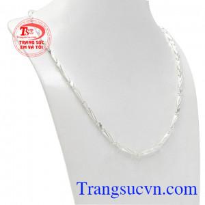 Dây chuyền bạc nam sức mạnh với thiết kế mới lạ, phong cách nam tính được rất nhiều khách hàng yêu thích.