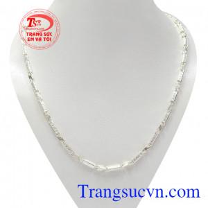 Dây chuyền bạc nike cá tính được chạm khắc tinh xảo mang lại vẻ thời trang, nam tính cho phái mạnh.