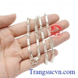Mặc dù có nhiều công dụng tốt nhưng giá cả trang sức bạc rất phải chăng, tiện dụng.