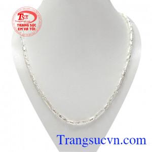 Dây chuyền nam bạc thành đạt được chế tác công phu, bắt xu hướng mới mang lại phong cách thời trang cho phái mạnh.