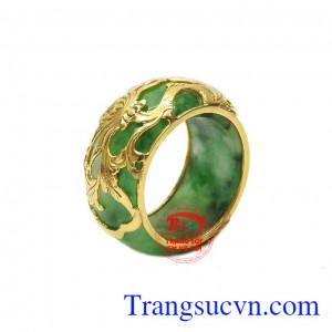 Nhẫn jadeite bọc vàng thịnh vượng