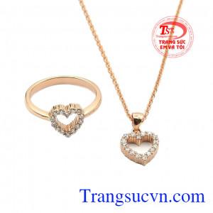 Bộ trang sức vàng hồng tình yêu