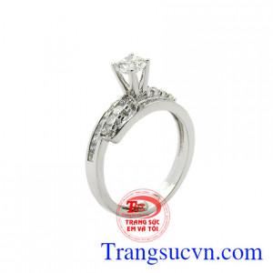 Nhẫn nữ kim cương sang trọng