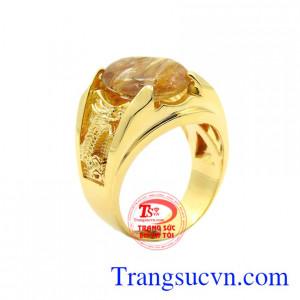 Nhẫn rồng vàng thạch anh tóc chạm khắc hình rồng tạo vẻ nam tính đến cho phái mạnh.