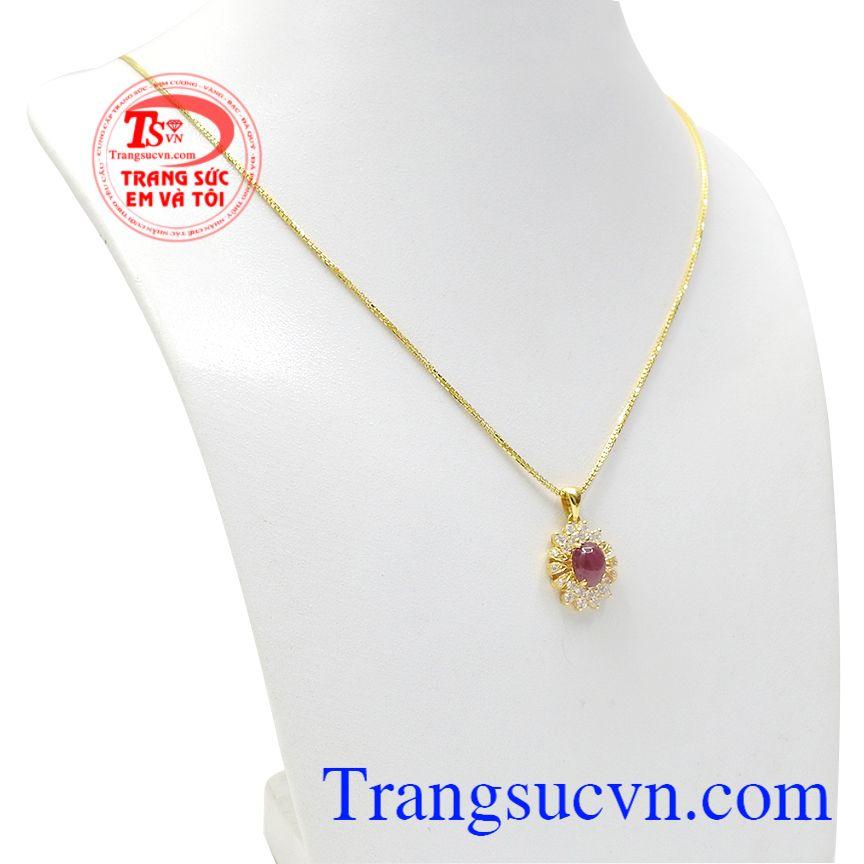 Bộ trang sức ruby tỏa sáng được kết hợp vàng tây và đá ruby.