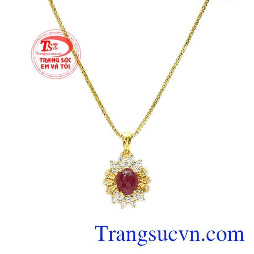 Không chỉ làm trang sức mà đá ruby còn có tác dụng trọng phong thủy, mang đến tài lộc, may mắn, là lá bùa hộ mệnh cho người mệnh hỏa và mệnh thổ. Bộ trang sức ruby tỏa sáng