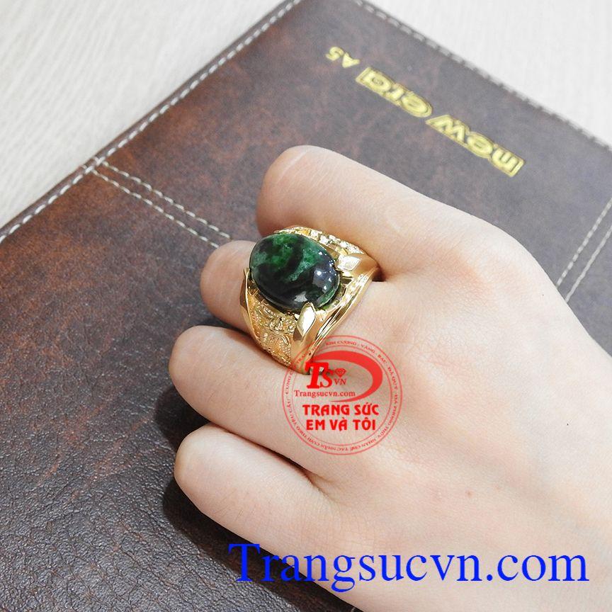 Với nhẫn rồng cẩm thạch sẽ khiến người dùng được bình an và thịnh vượng. Nhẫn rồng cẩm thạch thiên nhiên