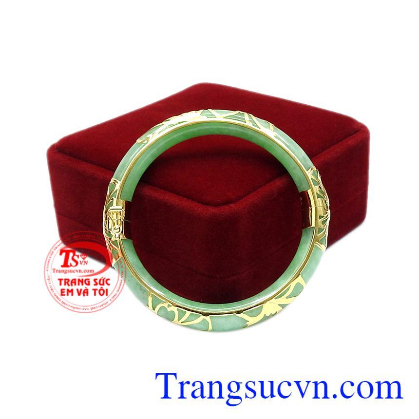 Vì vậy, vòng ngọc cẩm thạch bọc vàng luôn là sản phẩm được phái đẹp ưa chuộng sử dụng.